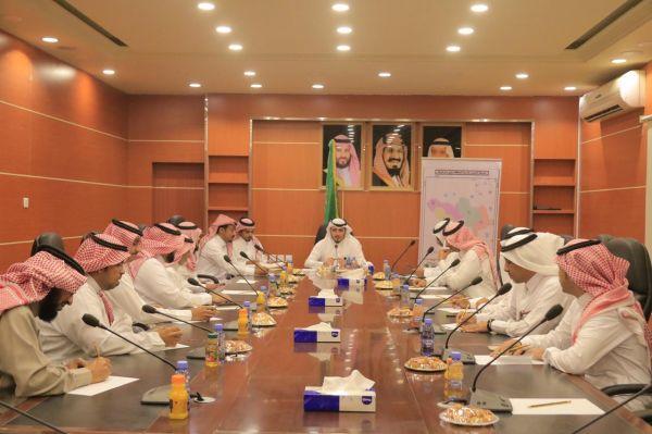 مُحافظ #بارق يترأس جلسة محلي المحافظة