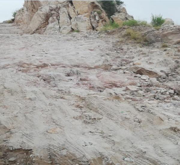مواطن في #بارق يوثق مُعاناته مع طريق الأصدار غرب #تنومة