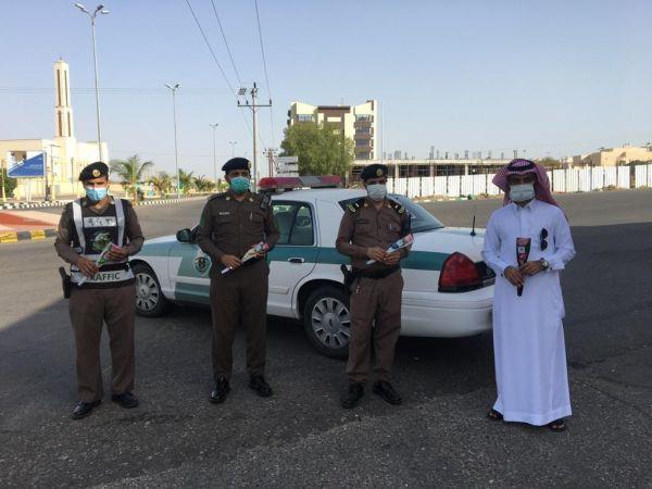 #المجاردة:لجنة التنمية الإجتماعية تنفذ مبادرة «عيدكم مبارك» لمعايدة رجال الأمن والممارسين الصحيين