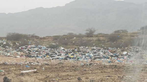بالصور-  مردم #بلدية_بارق خطر بيئي وتلوث بصري .. ومُطالبات للأهالي بحلول عاجلة