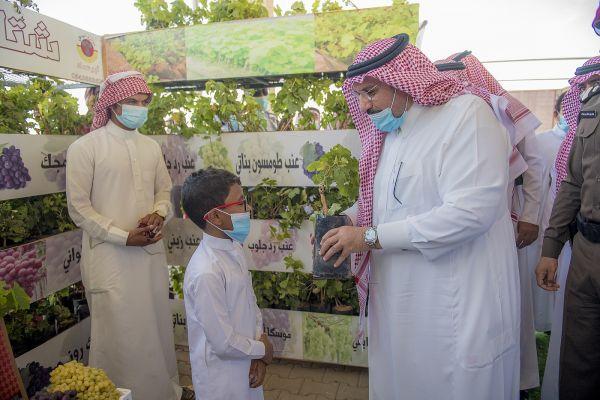 سمو الأمير فيصل بن مشعل يزور #مهرجان_العنب بمنطقة #القصيم