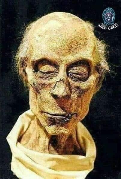 فنان إيرلندي يعيد تشكيل ملامح وجه فرعون