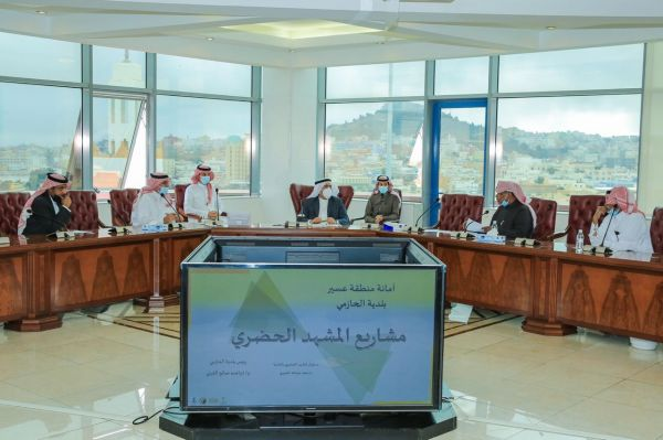 أمين منطقة عسير يجتمع بأعضاء المجلس البلدي في بلدية الحازمي