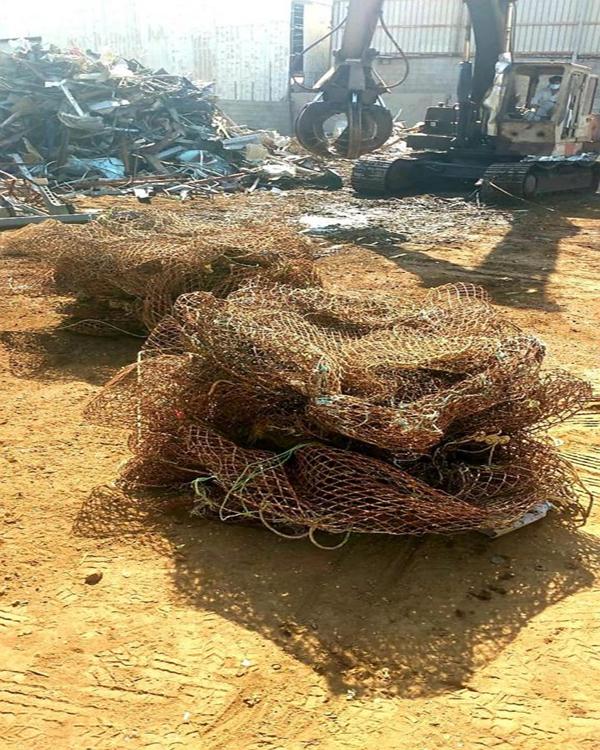 """""""البيئة"""" تتلف أدوات صيد بحرية مخالفة بعد مصادرتها في جدة"""