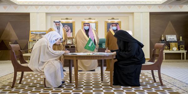 سمو أمير القصيم يشهد توقيع مذكرة تفاهم بين اللجنة النسائية التنموية بالقصيم وجمعية أسرة