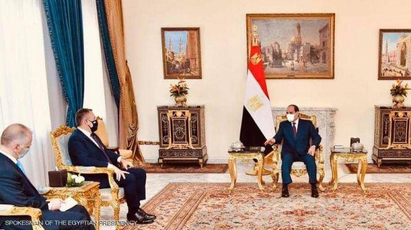 السيسي نتطلع لتطوير التعاون العسكري مع اليونان