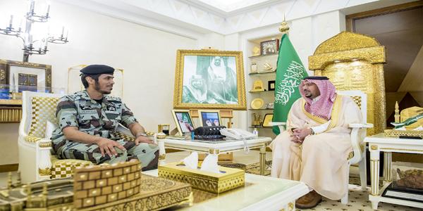 سمو أمير #القصيم يواسي العميد عمر بن عبدالله القويز في وفاة أبنه