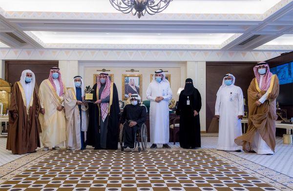 """سمو أمير القصيم يتسلم تقريراً عن برامج وأنشطة فرع جمعية """"حركية"""" بالمنطقة"""