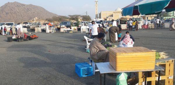 بالصور الأسواق الرمضانية في #بارق تشهد إقبالاً من الأهالي والمسافرين