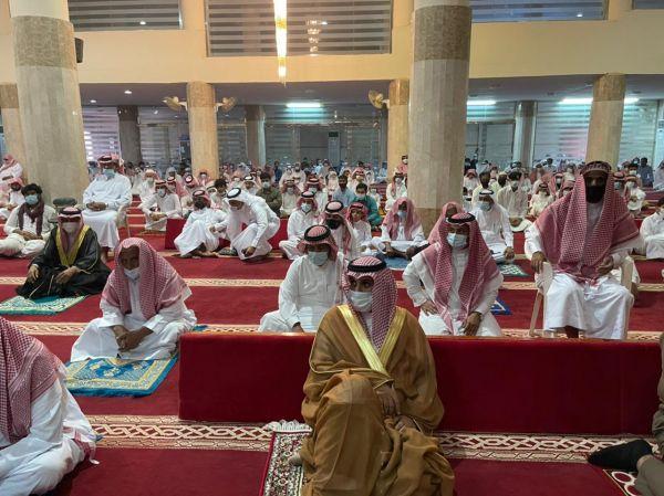 رئيس مركز ثربان يؤدي صلاة عيد الفطر المبارك ويستقبل المُهنين