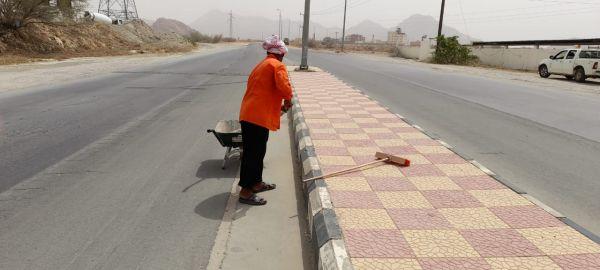 #بلدية_بارق تواصل حملة نضافة وصيانة إنارة الطريق الرئيسي في ثلوث المنظر