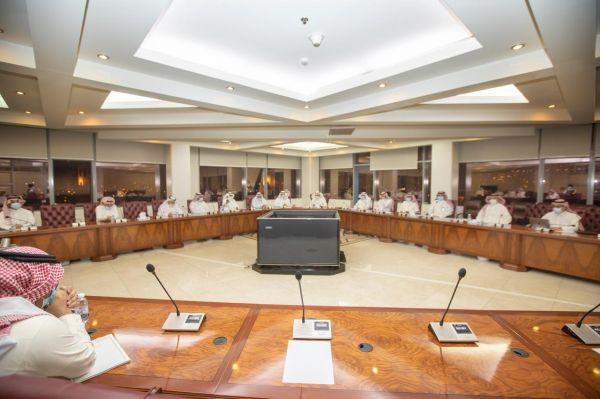 أمين منطقة عسير و أعضاء المجلس البلدي بالأمانة في لقاء مفتوح بهدف تعزيز العمل التشاركي