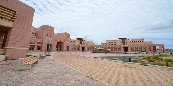 """وكيل جامعة الملك خالد يتفقد سير الأعمال بـ """"الفرعاء"""" استعدادًا لانتقال عدد من الوحدات"""
