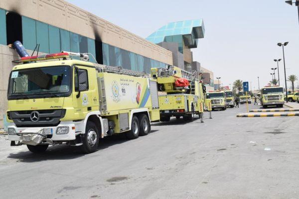 الدفاع المدني يخمد حريقًا بإحدى المجمعات التجارية وسط العاصمة الرياض