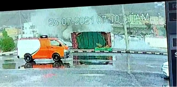 فيدو- انقلاب ناقلة رمال يُثير مخاوف سالكي طريق #محايل #بارق #المجاردة