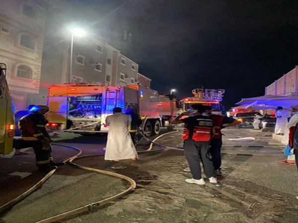 حريق يُخلي  عمارة سكنية داخل أحد الأحياء في الطائف.