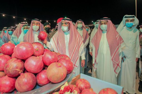 أمير القصيم مهرجان رمان القصيم بالشيحية علامة فارقة ودافعا اقتصاديا للمزارعين