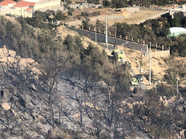 بالصور مدني النماص يُخمد حريق متنزه جبل ناصر