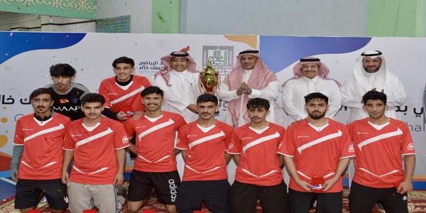 """رئيس جامعة الملك خالد يشهد ختام منافسات الأولمبياد الرياضي الثامن ويتوّج """"الإنسانية"""""""
