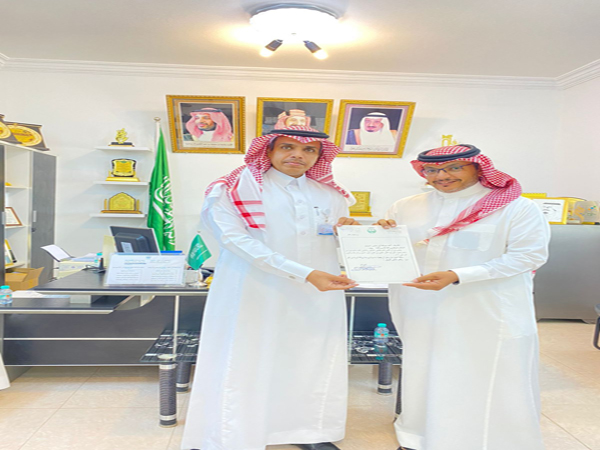 مركز قنا في #محايل يُكرم مراسل التلفزيون السعودي أحمد العسيري