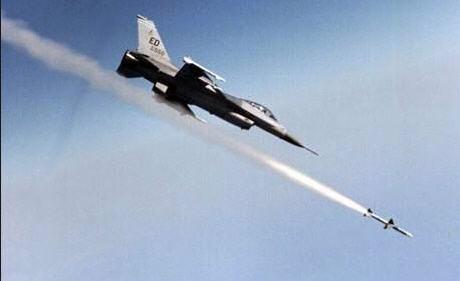 الحوثيون ينقلبون وطائرات التحالف تقصف مواقعهم مجدداً