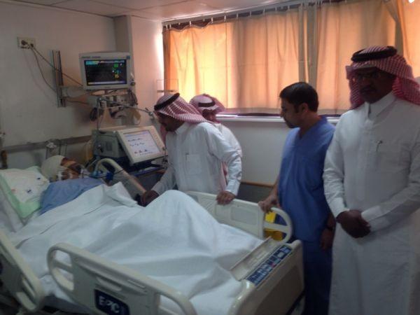 مديرالهلال الأحمر بالباحة يزور المسعف الذي تعرض للإعتداء بمركز نخال
