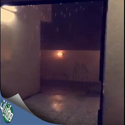 شاهد #فيديو #صاعقة رعدية مفزعة تضرب أحد المنازل بحفر الباطن