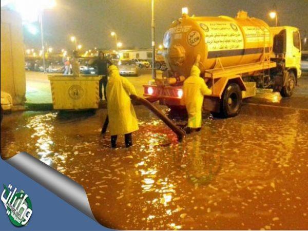 أمانة #الرياض (180)فرقة و(720)مشرف في مواقع تجمع #الأمطار