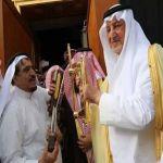 بالصور- أمير منطقة مكة يسلم قفل ومفتاح الكعبة إلى كبير السدنة