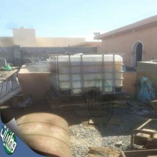 شرطة #جدة تُطيح بـ(13)مخالفاً لنظام الإقامة بحوزتهم زيوت غيرصالحة للإستخدام
