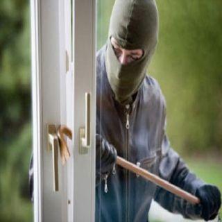 ضبط شخص متهم بسرقة عدد من المحال التجارية بـ #جدة