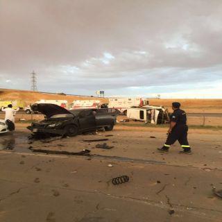 6 اصابات، اصابتين وفاه و اصابه حرجة و3 اصابات متوسطة بحادث عائلة بطريق الخاصرة غرب الرياض