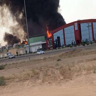 فرق الدفاع المدني بـ #بريدة تُباشر حريق طبليات بمصنع مياة بطريق الملك فهد