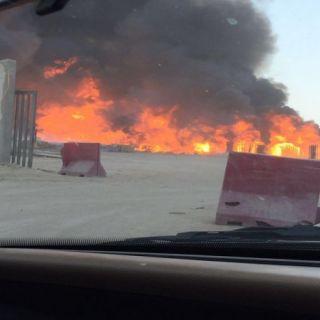 بالصور -مدني #القصيم يُسيطر على حريق طبليات مصنع مياه بـ #بريدة.