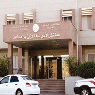 تعطل التكييف بمستشفى الأمير بـ #عرعر يدفع بمرافقي الأطفال للجوء إلى الممرات
