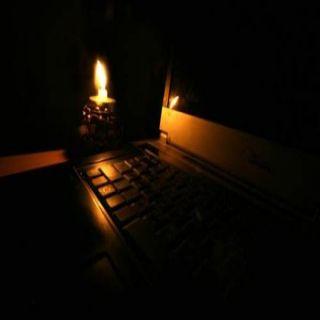 في ثلوث المنظر الأمطار تتسبب في انقطاع التيار الكهربائي والكهرباء تتسبب في تلف الأجهزة