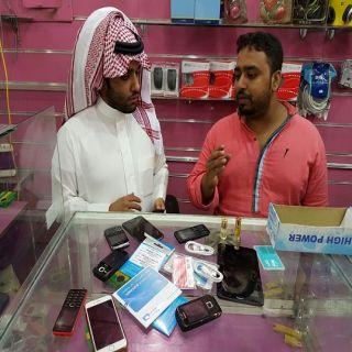 ضبط وافدين بـ #تبوك امتهنوا صيانة الهواتف بمحل حاسب آلي