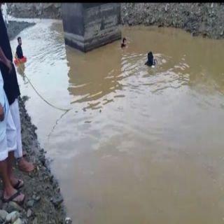 مدني #الباحة ينتشل جثة طفل سقط في مستنقع مائي بوادى رخزه