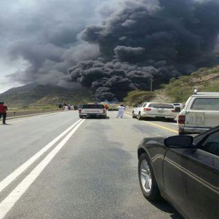 اربع وفيات وثلاث إصابات في حادث تصادم وإحتراق ثلاث شاحنات بطريق خيم بخميس البحر