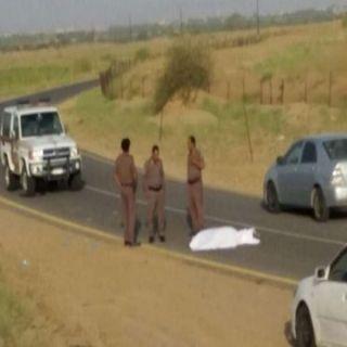 شرطة #المخواة تقبض على 6 اشخاص بينهم حدث مُتهمين بقتل مواطن وتجريدة من ملابسه