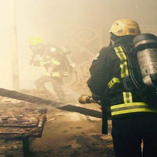مدني #تبوك يُخمد حريق مستودع اثاث وسط السوق الجديد