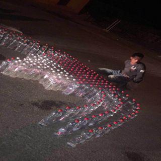"""شرطة #الرياض تُطيح بمروج الخمور وتضبط بحوزته """"214 """"قارورة عرق مُسكر"""