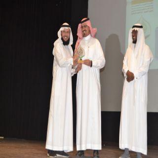 مُدير #تعليم_عسير يرعى تكريم المتميزين في برامج التوعية الإسلامية