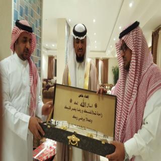 مدرسة العلا بقرى العلاية تكرم المعلم محمد آل هادي