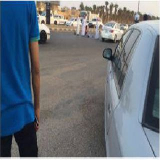 قائد مركبة يتسبب في دهس إمرأتين امام بوابة اسكان قوى الأمن بـ #عرعر