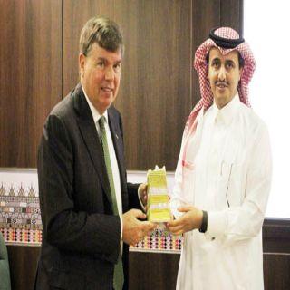 في زيارته أبها القنصل الأمريكي عاصمة السياحة العربية تقع بمنطقة ضاربة في عمق التاريخ