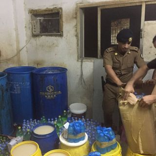 شرطة #الدمام تطيح ب 44 مخالف بينهم نساء وتكشف عن مصنع للخمور يديره وافد اسيوي
