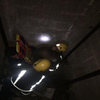 مدني #تبوك ينتشل مُقيم آسيوي سقط في بئر مصعد بحي العليا