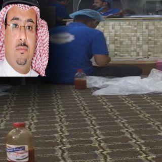 """عامل مطعم """"ينفخ في كيس سلطة و""""آل درهم """"بلدية #محايل أغلقت المطعم"""