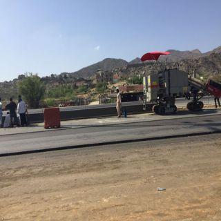 """""""البارقي"""" بلدية #بارق تستكمل طريق """"الفرعه"""" وتعيد صيانة ٢٠٠عمود إنارة"""